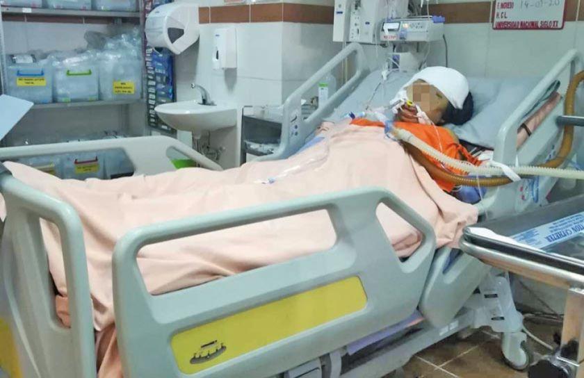 Joven mujer está en terapia intensiva tras caerle concreto