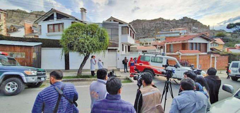 Detienen a 3 personas por entrar ilegalmente a la casa de Romero
