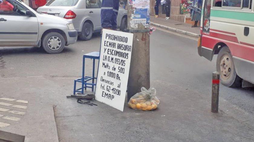 Colocan letreros para evitar que se generen microbasurales en la ciudad