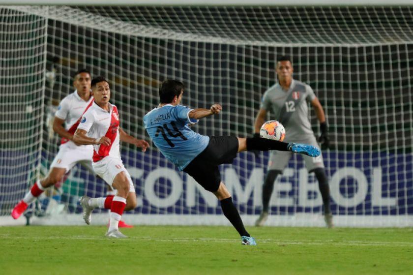 Ginella mantiene vivas las esperanzas de Uruguay y deja a Perú en la cornisa
