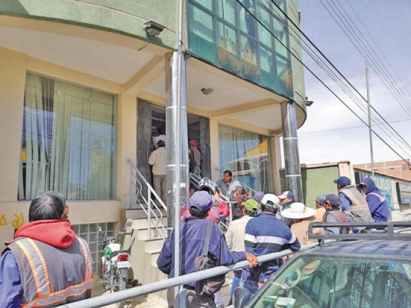 """Denuncian cobros por """"pegas"""" en Aapos ante el Ministerio Público"""