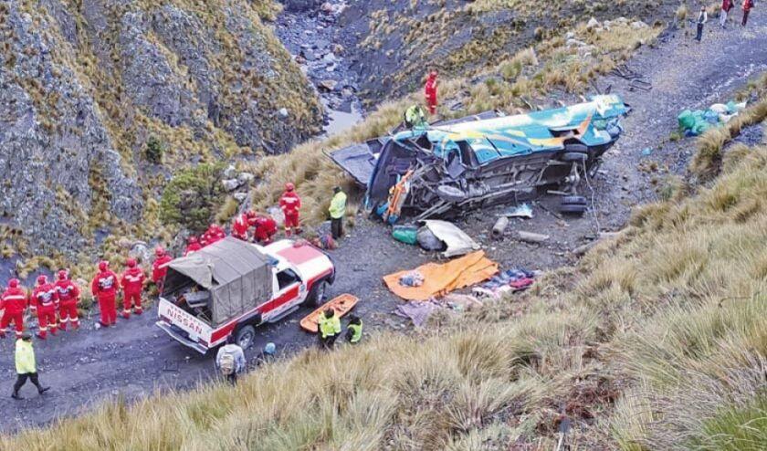 Accidente de tránsito en el camino Yungas a La Paz deja 15 muertos