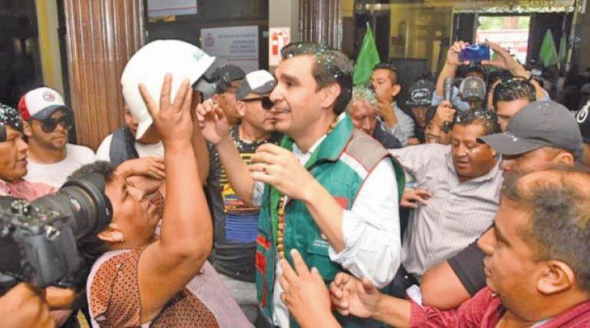 Leyes retorna a la Alcaldía y dice que no tiene suspensión legal