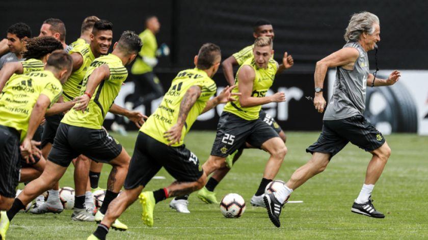 Flamengo busca el título frente a Paranaense