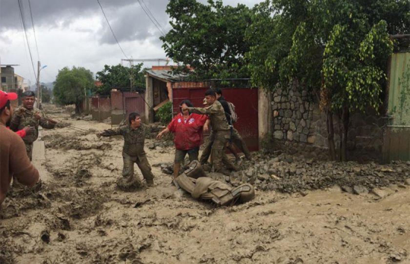 Añez visita Tiquipaya, recibe reclamos y activan operativos de rescate