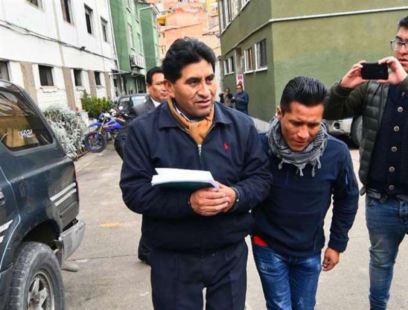 Aprehenden a César Cocarico en investigación por nombramiento ilegal