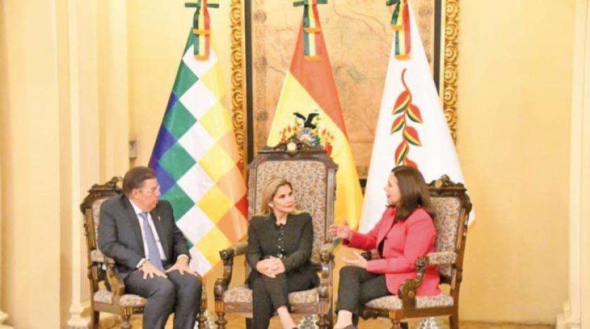 Embajador de Colombia en Bolivia presenta sus cartas credenciales