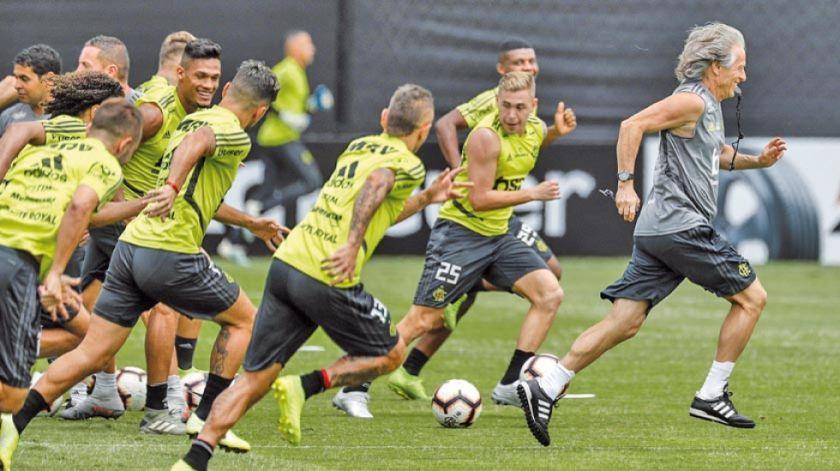 Flamengo inicia la defensa de su título ante Junior