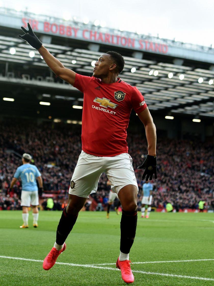 Manchester United doblega a un frágil City