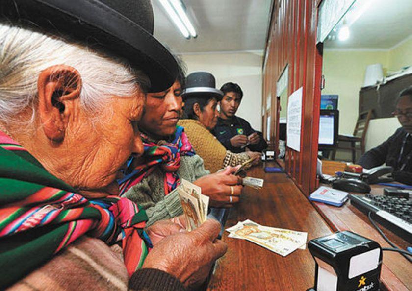 Gobierno: el pago de la Renta Dignidad se restableció en todo el país