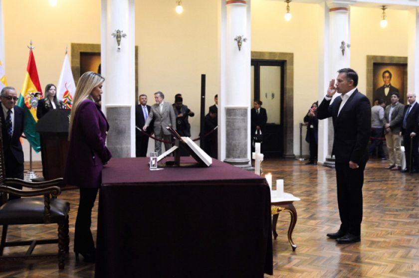Presidenta vuelve a posesionar a López como ministro de Defensa