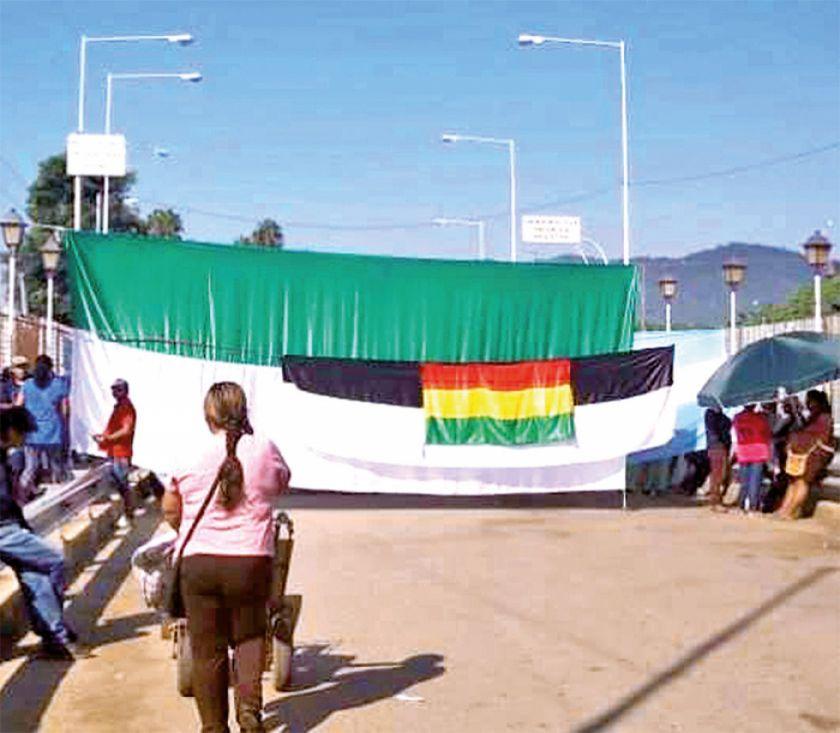 Covid-19: bloquean el puente internacional por falta de control