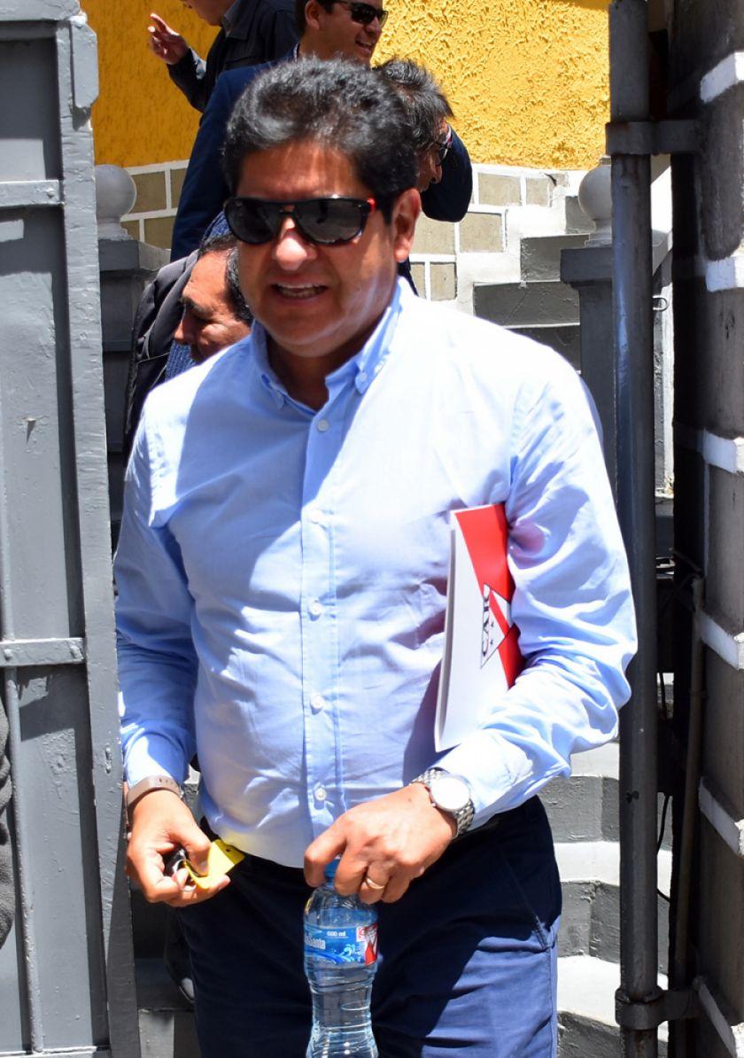 Eduardo Villegas continúa  al mando de Always Ready