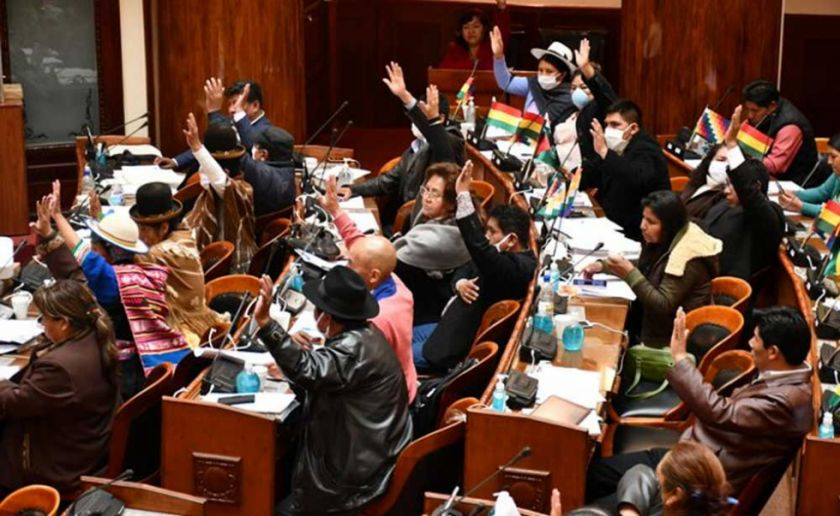 Diputados aprueban ley para condonar 50% en servicios básicos y congelar pagos bancarios