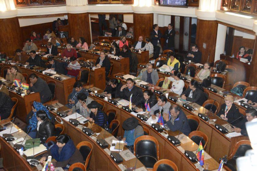 Diputados aprueban ley para condonar el 50 % en los servicios básicos