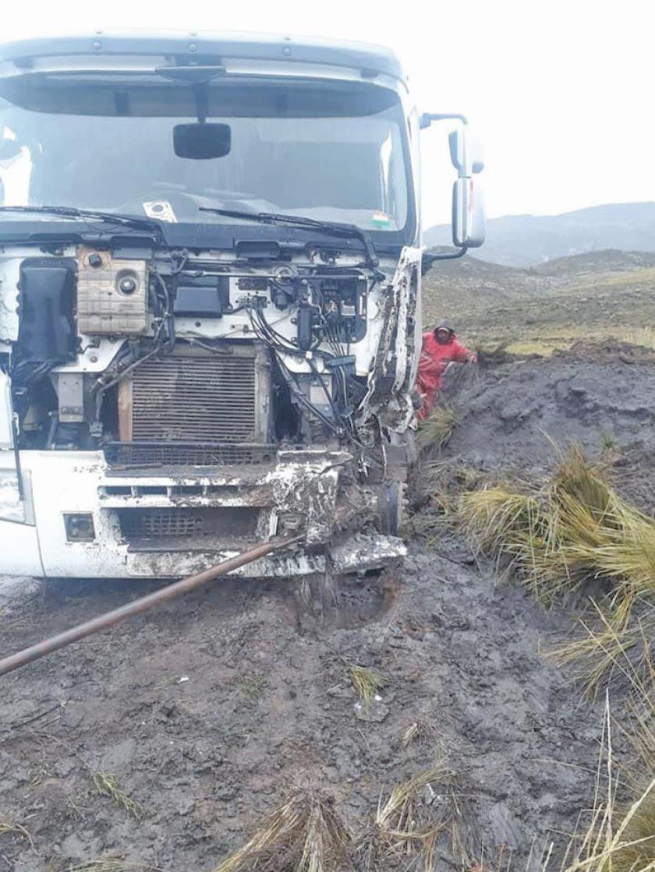 Chofer responsabiliza a la lluvia por accidente de tránsito en Tocantaca
