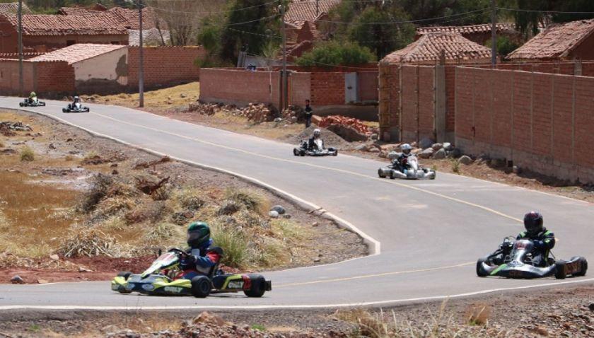 Inició el vaciado de asfalto en el Kartodromo de Tarapaya