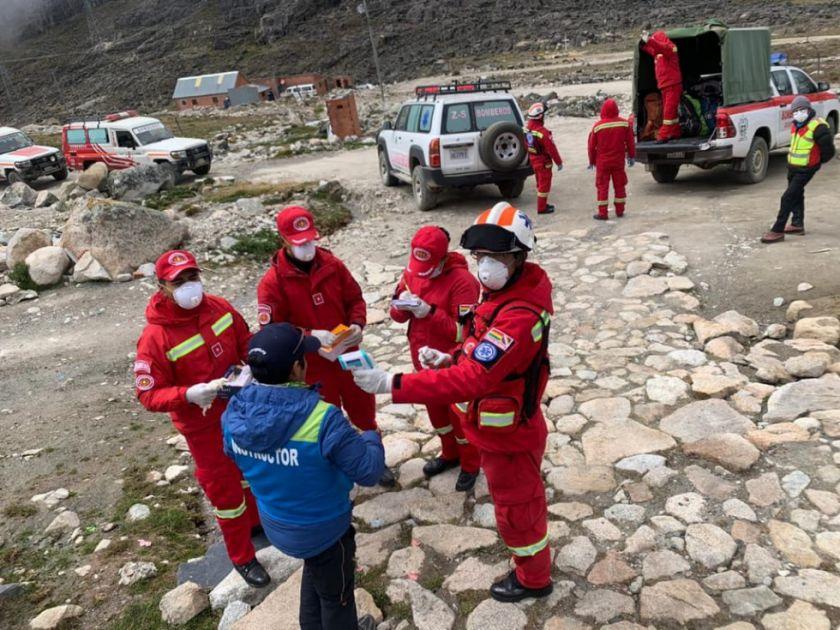 Rescatan a 13 extranjeros del nevado Huayna Potosí