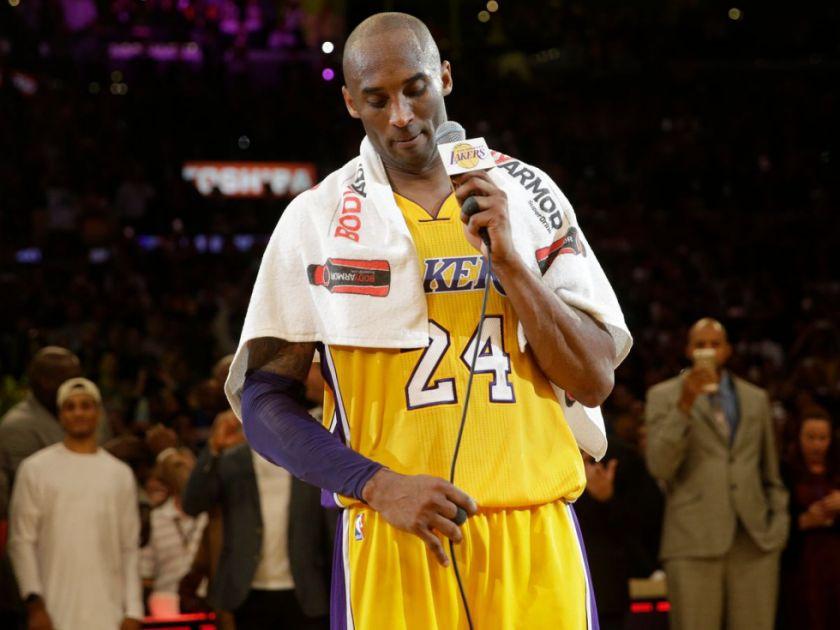 Toalla usada por Kobe Bryant en su despedida, subastada por 33.000 dólares