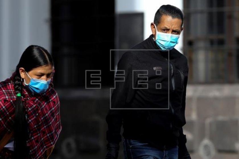 Los fallecimientos por coronavirus bordean el centenar en Ecuador