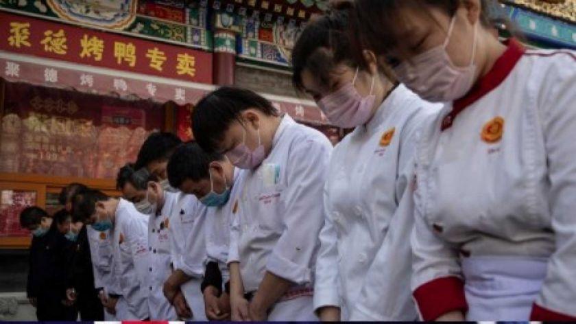 """China rinde homenaje a los """"mártires"""" y fallecidos por el coronavirus"""