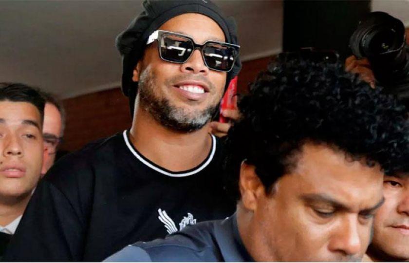 """Ronaldinho cumple su noveno día en """"celda de oro"""" en Paraguay"""