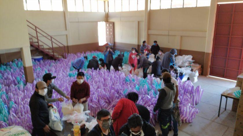 Campaña solidaria interinstitucional arma canastones para 3.100 familias