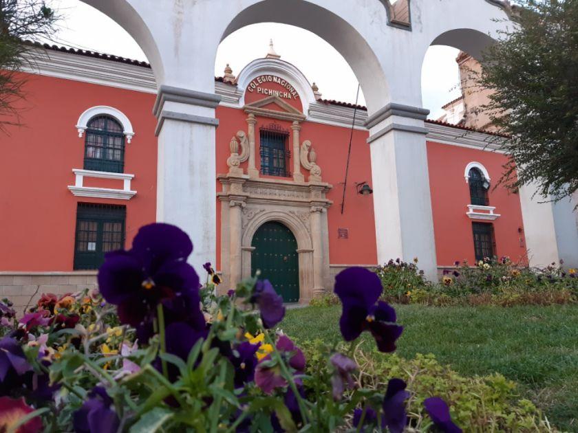 Pichincheños homenajean a su colegio desde sus casas