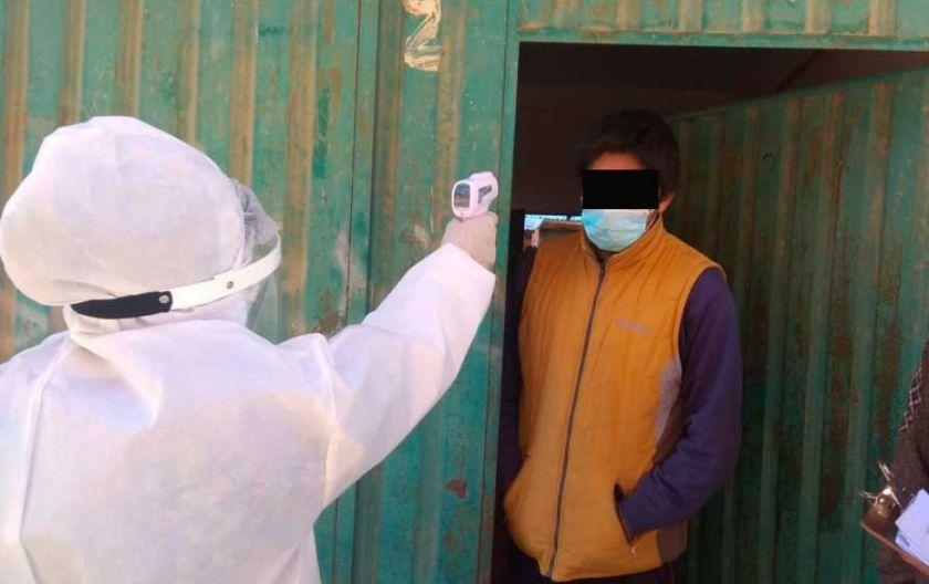 """El Alto: aplican """"cordón sanitario"""" en el Distrito 2 y hacen rastrillaje """"casa por casa"""""""