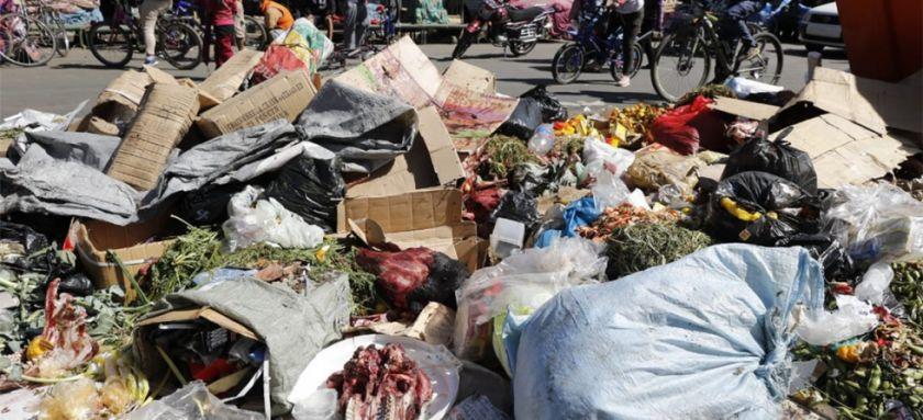 Cráneos de vacas y ovejas en medio del basural en Cochabamba por los bloqueos