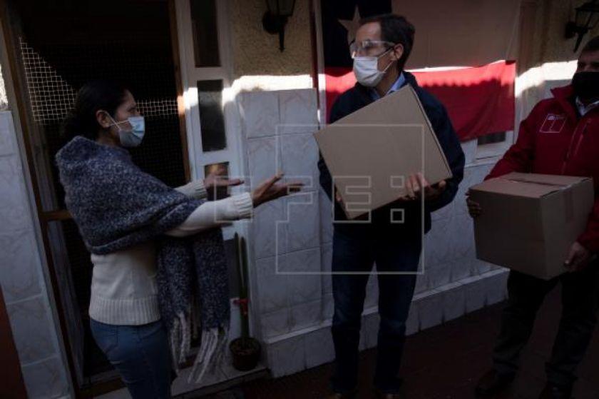 Chile inicia el reparto de 2,5 millones de cajas alimentarias para frenar el hambre