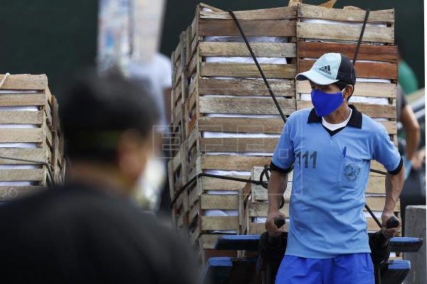 Perú y una decisión dramática: abrir la economía en pleno apogeo del virus