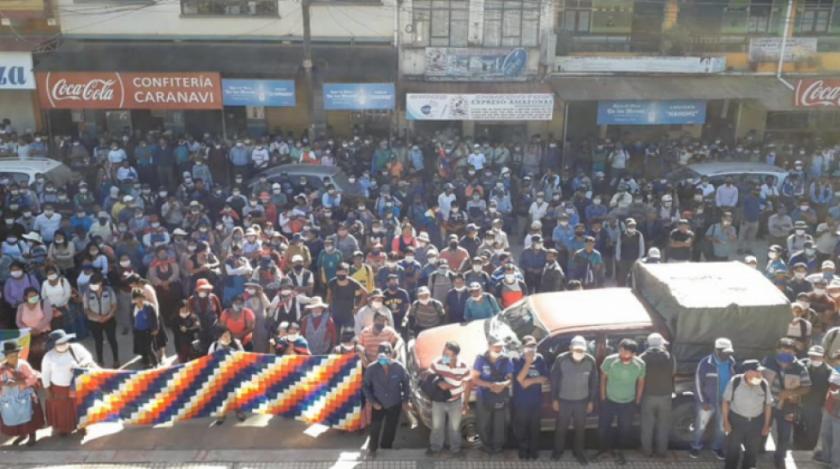 Protesta masiva de Interculturales rompe la cuarentena en Caranavi