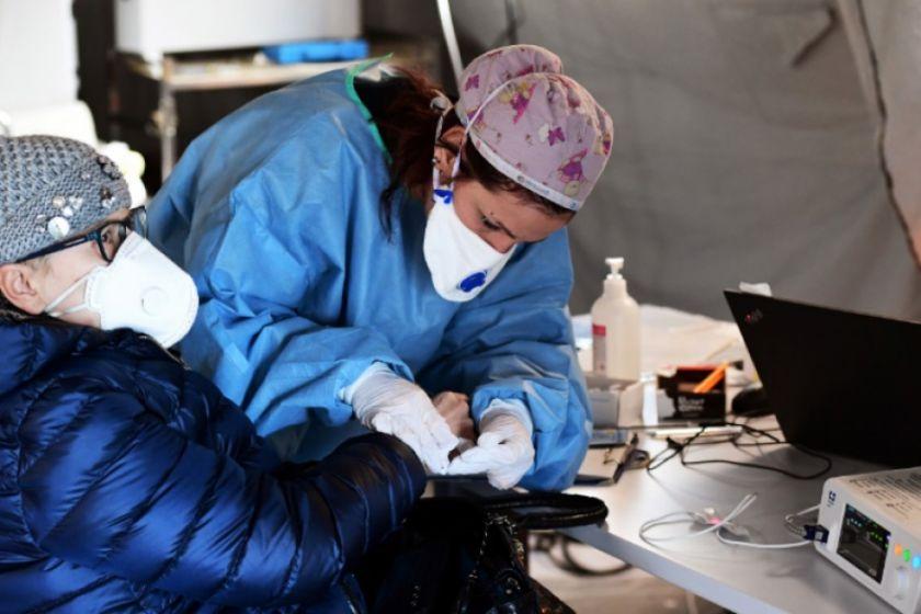 Bolivia prueba tres medicamentos y el plasma para pacientes con COVID-19