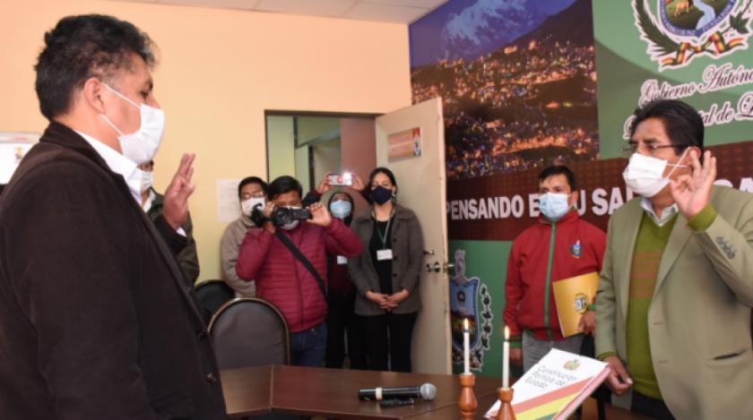 Patzi destituye a René Sahonero y posesiona a nuevo director del Sedes La Paz