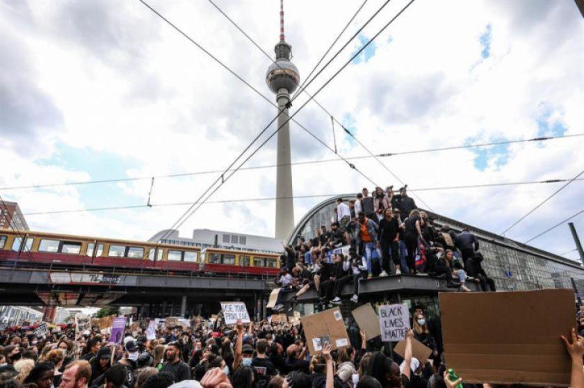 Cerca de un centenar de detenidos tras manifestaciones en Berlín