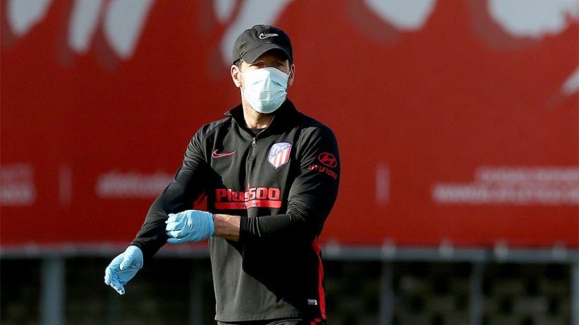 Simeone considera que vivirán algo desconocido en el regreso del fútbol de España