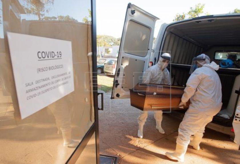Brasil rebasa las 45.000 muertes y los 900.000 casos de COVID-19