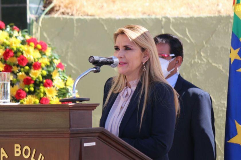 """Presidenta Áñez advierte que """"Evo y sus cocaleros"""" intentan volver al poder"""