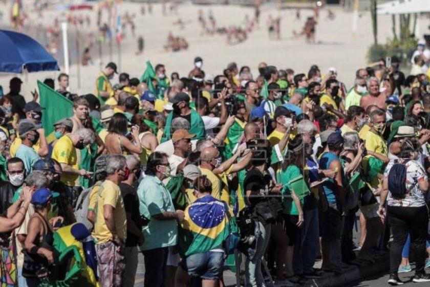 Las protestas a favor y en contra del Gobierno de Brasil son menos numerosas y más pacíficas