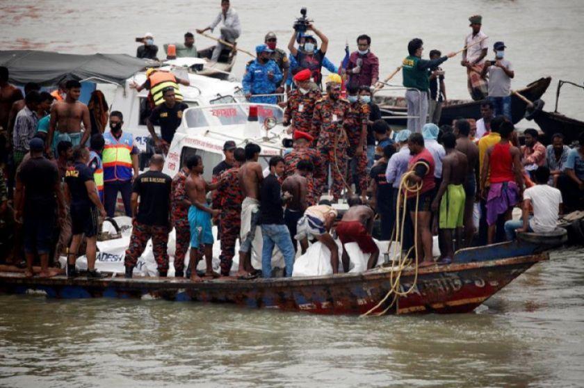 Una treintena de muertos por el naufragio de un barco en un río de Bangladesh