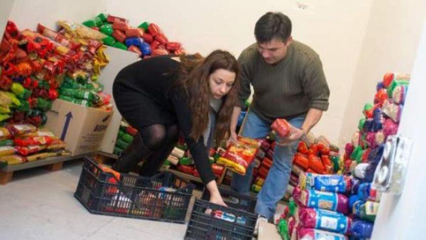 Los bancos de alimentos barriales, una ayuda que se debilita en España