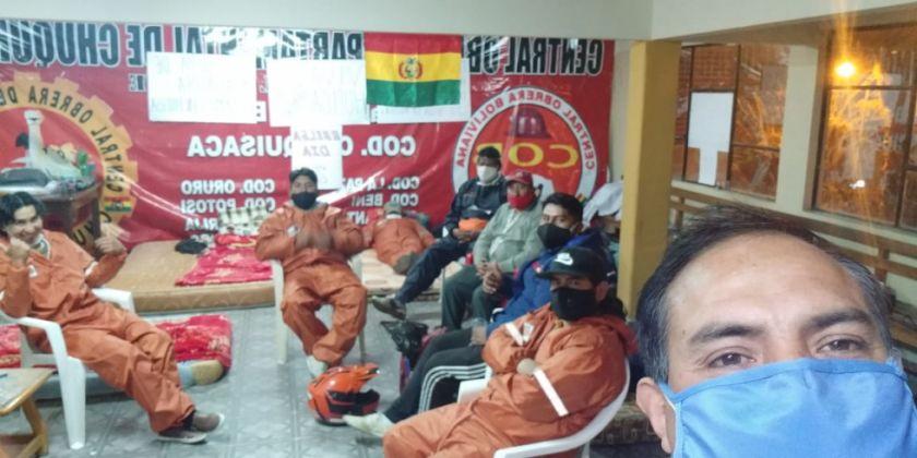 Trabajadores de limpieza se movilizan en Sucre