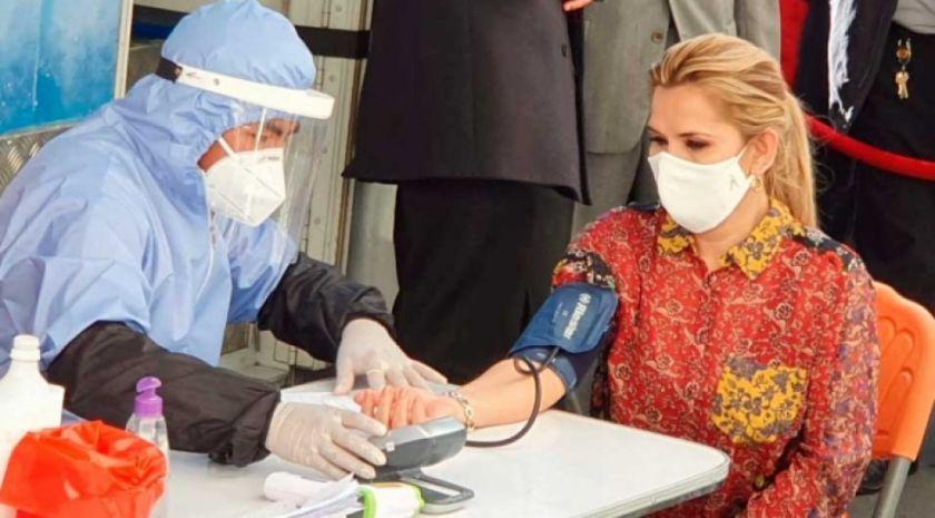 La presidenta Añez se sometió a prueba de COVID-19, el resultado salió negativo