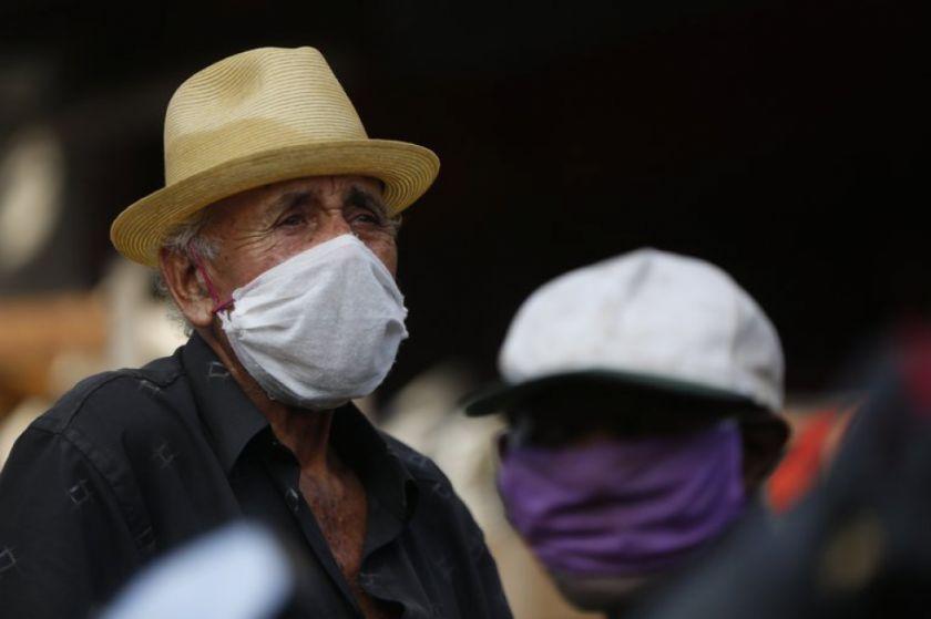 Ancianos colombianos ganan una demanda y pueden salir a diario a ejercitarse