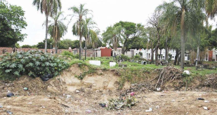 Sepultureros no paran de cavar fosas para enterrar a muertos por coronavirus