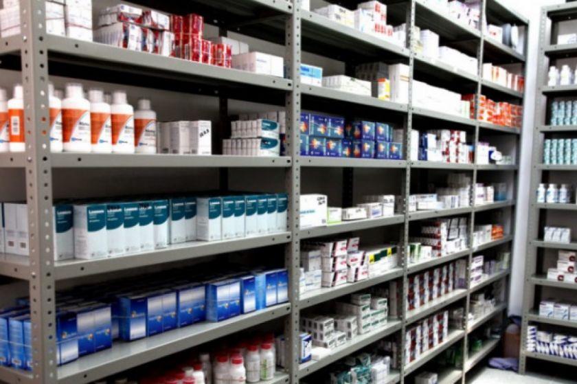 El Gobierno advierte con acciones legales en contra de farmacias que especulen y oculten medicamentos