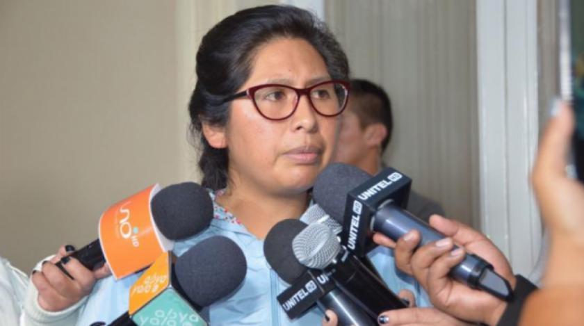 Senadora Copa se queja del mal servicio del Seguro y dice que lo mejor es hacer las elecciones