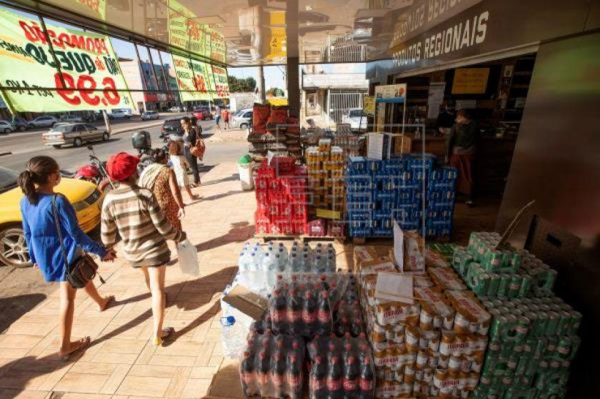 Brasilia comienza la acelerada reapertura de un país con 74.000 muertos