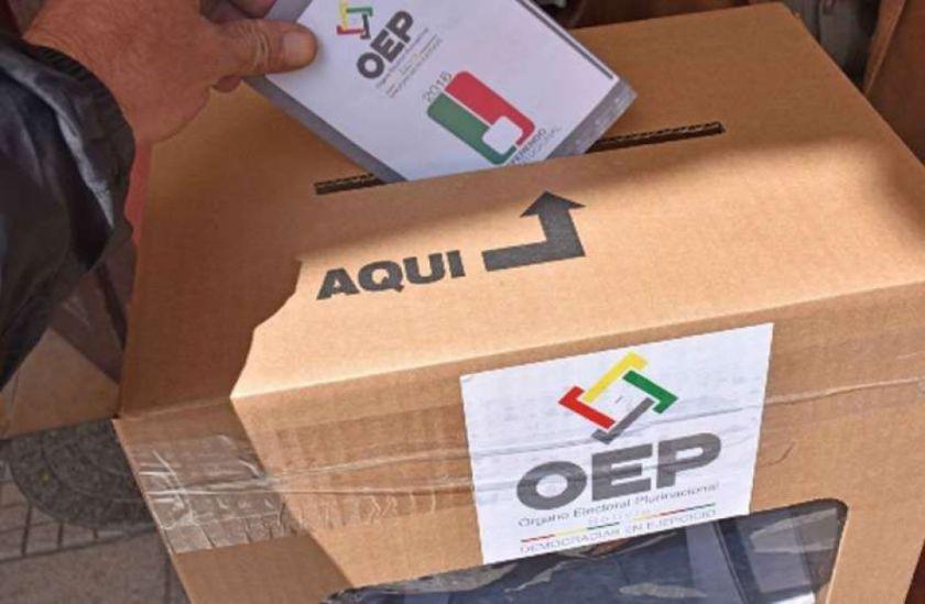 Mesa y Arce se quedan solos en defensa de fecha de las elecciones y crecen los contagios de candidatos